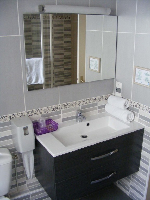Salle De Bain Handicape Normes Hotel - Maison Design - Vicko.info